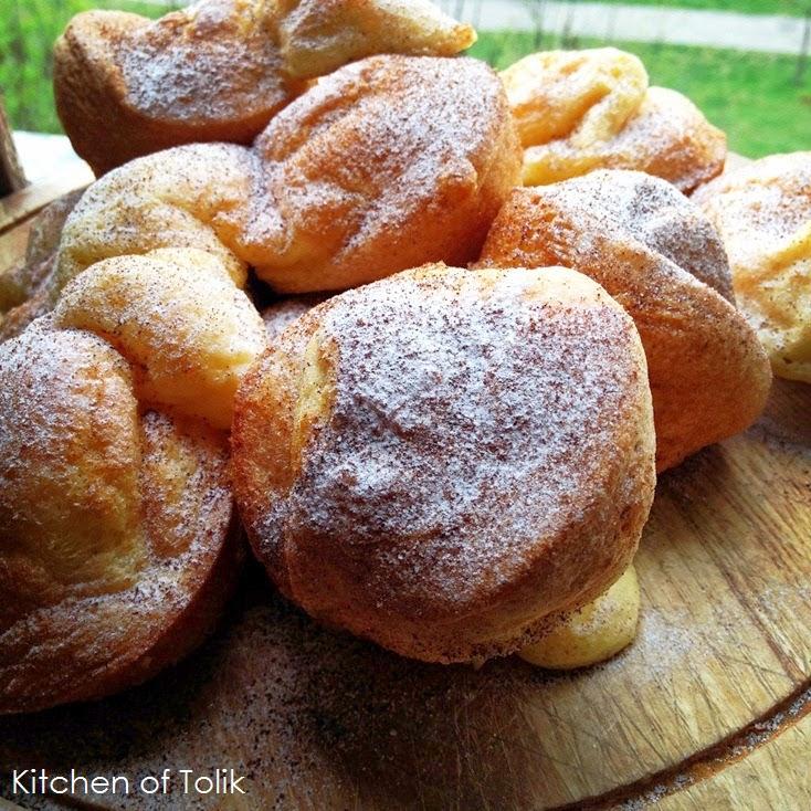 Йоркширски пудинг с пудра захар и нескафе