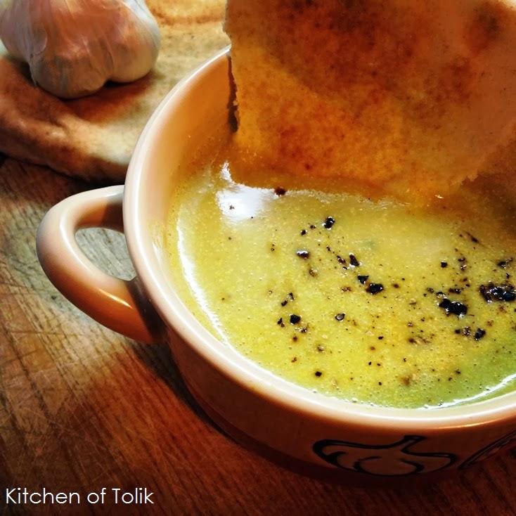 Крем-супа с броколи, горчица и арабски хляб