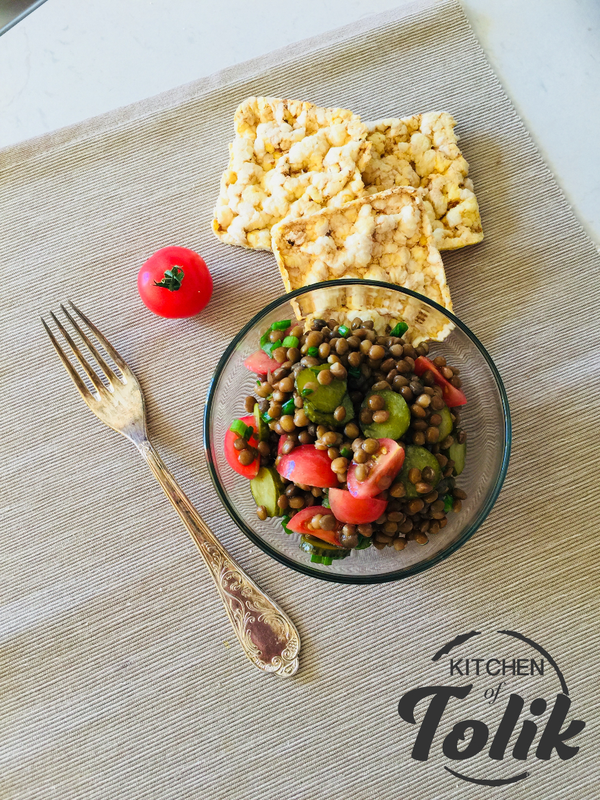 Бърза салата от леща с розови чери домати