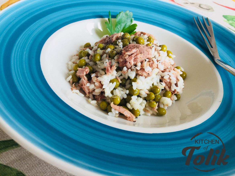 Оризова салата с риба тон и грах